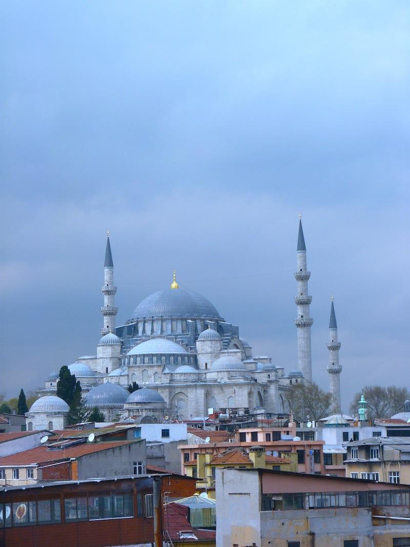Über den Dächern von Istanbul. Oder: Der Ruf des Muezzin.